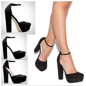 New in box chunky heels size 9